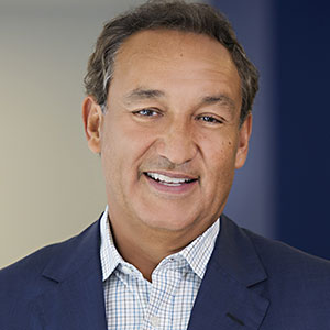 Oscar Munoz speaking at World Aviation Festival