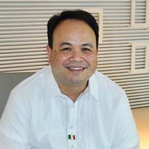 Nikko Acosta speaking at Telecoms World Asia
